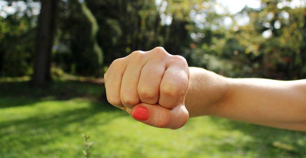 Hand knuten näve
