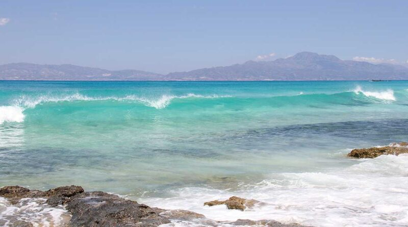 Kreta vågor strand
