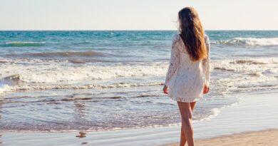 ung kvinna strand